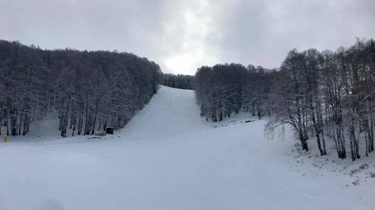 montagna-innevata-piste-battute
